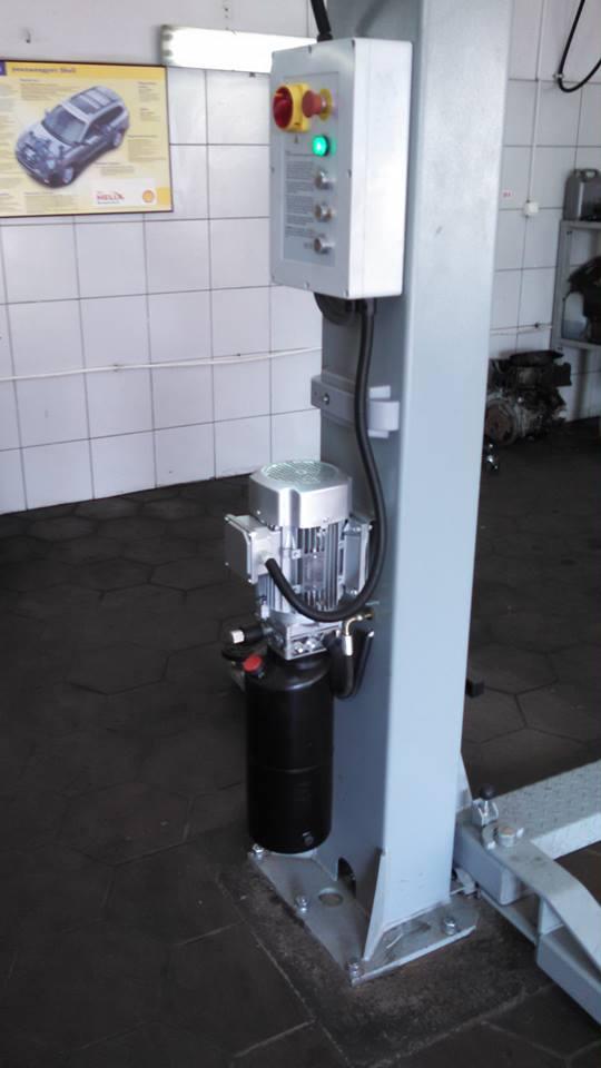 Установлена первая новинка! Двухстоечный электрогидравлический подъемник с системой электрической разблокировки стопоров SR-2040E